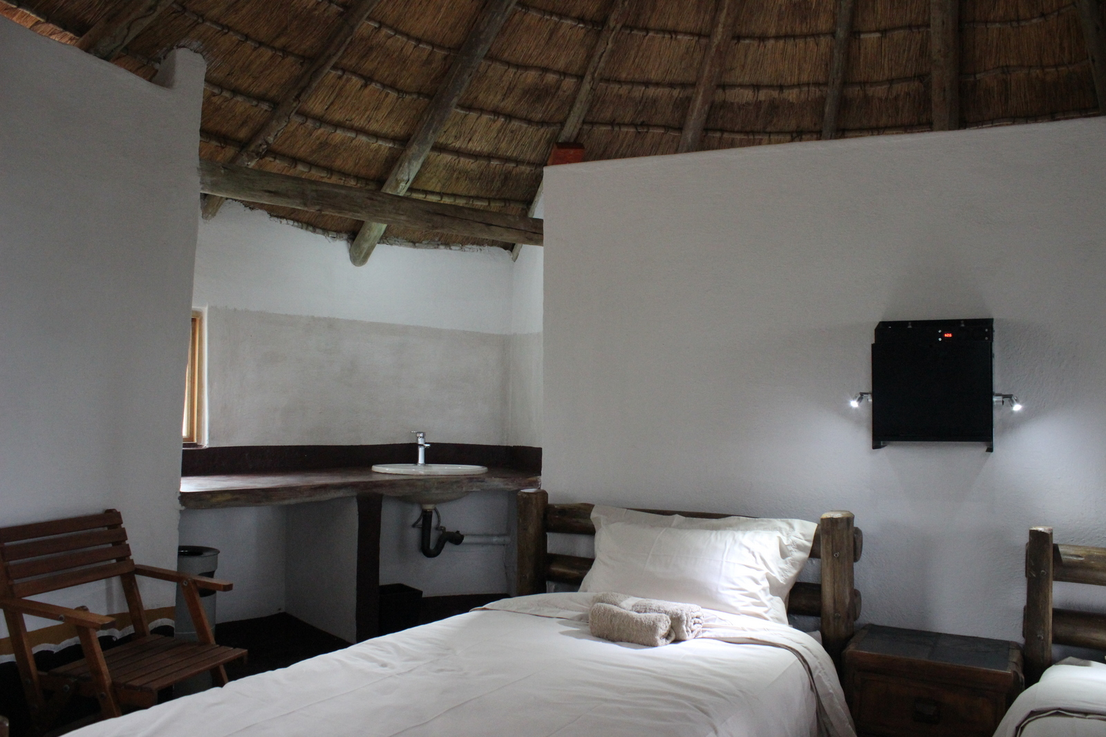Rooms with en-suite, linen and solar